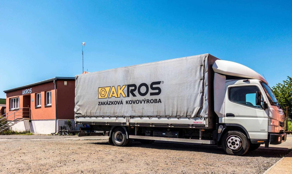 Vlastní doprava kov. Akros CZ poskytuje i vlastní dopravu